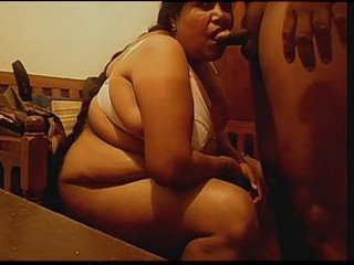 Tamil BBW randi sucking client dick in hotel room n bathing with client