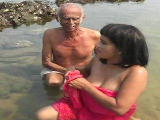 Numba Magey Raththarane – Public Bath Scene (Sri Lankan)