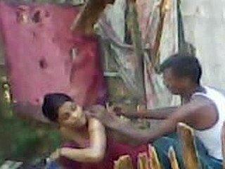 desi village aunty bathing