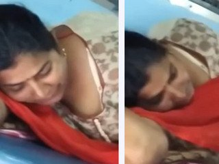 Desi aunty cleavage capture