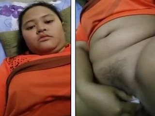 Chubby Girl inseting ponds bottle in her chubby pussy