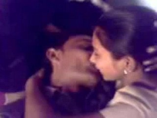 Desi college gf kiss and cleavage capture