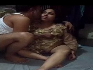 Desi chubby aunty clean shaved pussy fucking