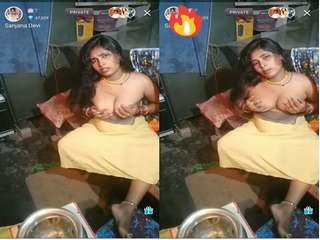 Today Exclusive-Village Bhabhi Showing Her Boobs in Live App Show