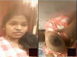 Today Exclusive- Horny Desi BhabhiShowing Her Boobs