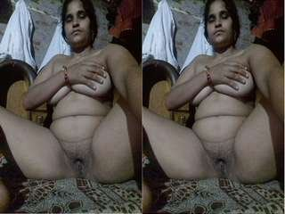 Today Exclusive- Desi Village Bhabhi Showing her Boobs and Pussy Part 19