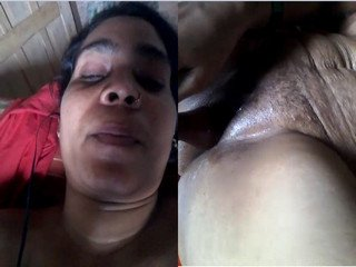 Exclusive- Horny Indian Aunty Musterbate