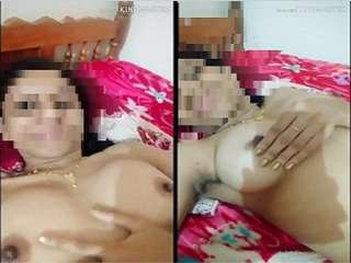 Today Exclusive- Horny Desi Bahbhi Showing Her Boobs and Pussy