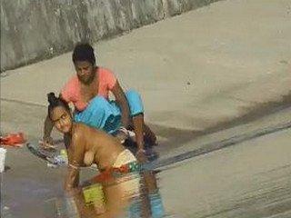 Big boobs desi bhabi topless outdoor bath in river