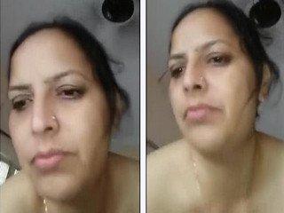 Desi punjabi bhabi showing hot sexy boobs pussy