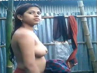 Cute desi girl selfshot nude video after bath