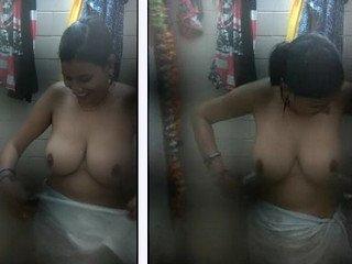 Desi Cute Girl bathing with hot Big boobs