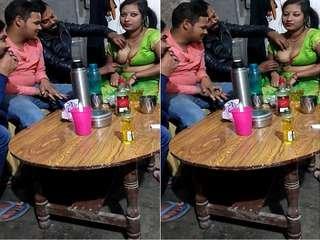 Today Exclusive-Super Hot Randi Bhabhi Boob Pressing By Customer