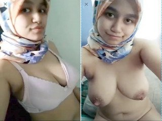 Cute Girl Showing Her Boobs and Pussy