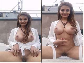 Today Exclusive- Horny Milf Showing Boobs and Pussy