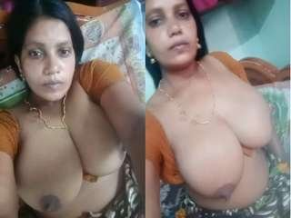 Today Exclusive- Sexy Bhabhi Showing Her Big Boobs and Pussy