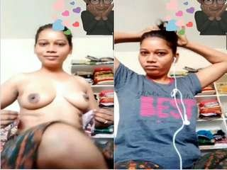Today Exclusive- Sexy Desi girl Showing Her Boobs
