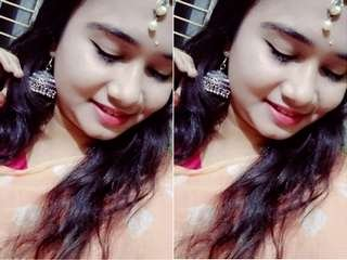 Today Exclusive- Hot look Desi Girl Showing Her Boob and Pussy