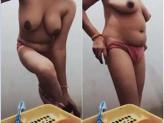 Today Exclusive- Desi Bhabi Showing Her Boobs and Pussy