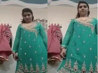 Today Exclusive- Sexy Paki Girl Changing Her Cloths part 1