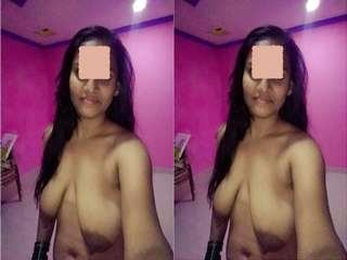 Today Exclusive-Sexy Desi Bhabhi Showing Her Boobs and Pussy