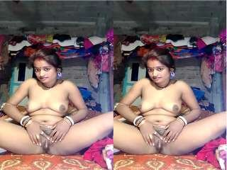 Today Exclusive-Village Bhabhi Showing Her Nude Body