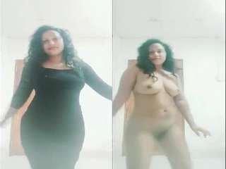 Today Exclusive- Sexy Lankan Girl Nude Dancing