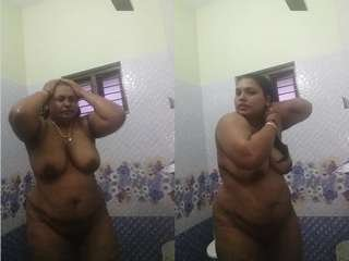 Today Exclusive- Desi Boudi Bathing Video Record For BF