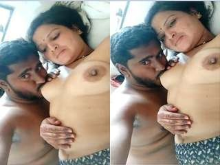 Today Exclusive- Sexy Desi Bhabhi Boob sucking By Dewar