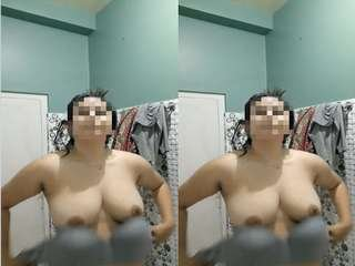 Today Exclusive- Desi Girl Showing Her Boobs