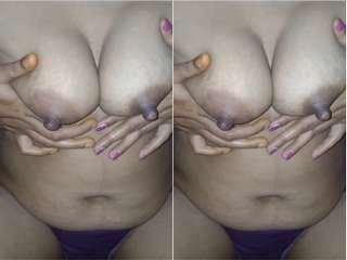 Today Exclusive- Bhabhi Showing Her Big Boobs