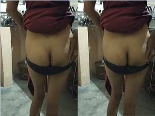 Today Exclusive- Desi Bhabhi Showing Her Ass