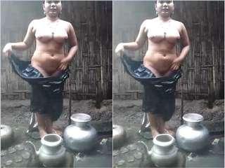 Today Exclusive- Paki Bhabhi Bathing