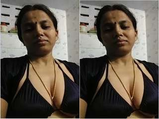 Today Exclusive- Sexy Bhabhi Record Her Selfie for Lover