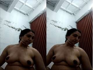 Today Exclusive- Desi Bhabhi Record Her Bathing Video For Lover Part 3