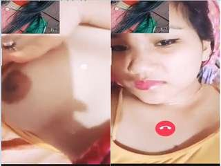 Today Exclusive-  Assamese Boudi Showing Her Boobs To Lover On Video Call