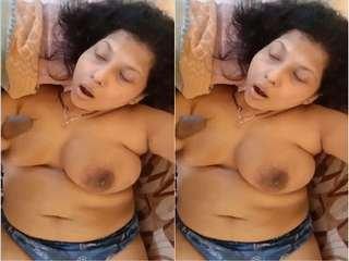 Today Exclusive- Sexy Desi Bhabhi Give Nice HandJob to Hubby Part 2