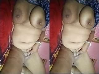 Today Exclusive – Sexy Boudi Showing Her Boobs and Pussy