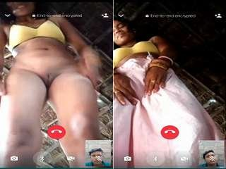 Today Exclusive – Desi Bhabhi Showing her Pussy to Lover On Video Call