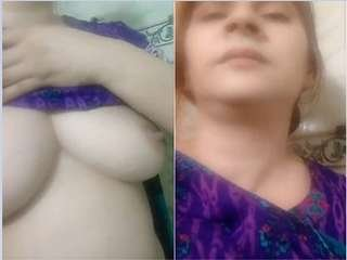 Today Exclusive – Paki Bhabhi Showing her Boobs