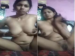 Today Exclusive – Desi Bhabhi Showing Her Boobs and Pussy On Video Call