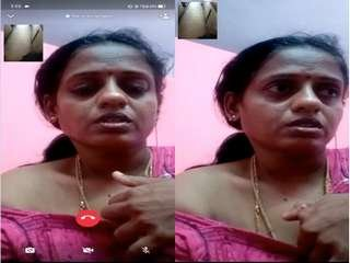 Today Exclusive- Mallu Bhabhi Showing Her Milky Boobs On Video Call