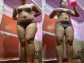 Today Exclusive- Sexy Desi Girl Bathing