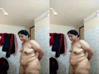 Today Exclusive- Desi Bhabhi Bathing