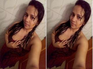 Exclusive- Sexy Desi Girl Showing Her Boobs and Pussy