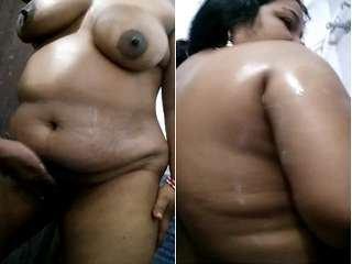 Exclusive- Desi Telugu Couple Bathing
