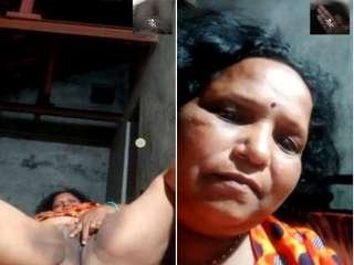 Today Exclusive- Desi Village Aunty Showing Her Pussy On Video Call