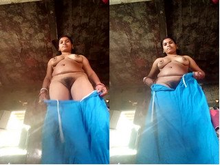 Exclusive- Sexy Bangla Boudi Showing Her Boobs And Pussy