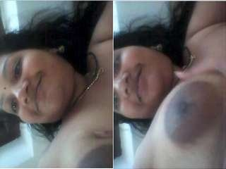 Today Exclusive- Super Sexy Look Mallu Bhabhi Showing Her Boobs