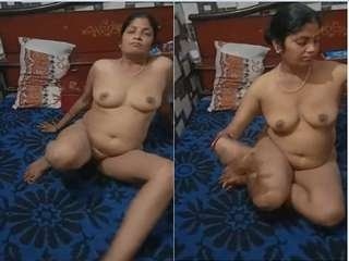 Today Exclusive- Sexy Desi Bhbahi Strip Her Cloths And Showing Her Boobs and pussy